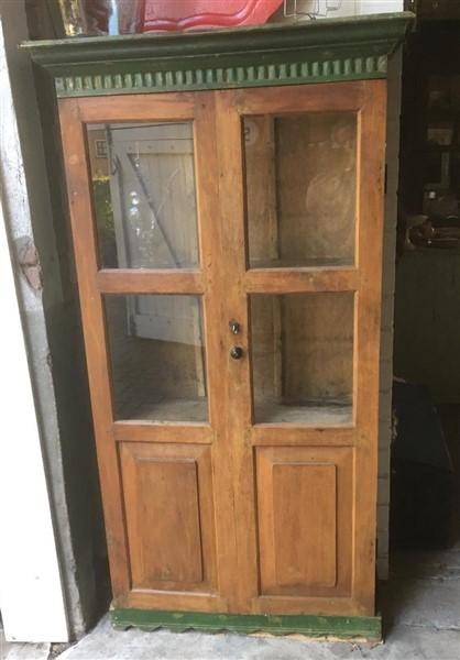 Kastjes en kasten: oude boekenkast
